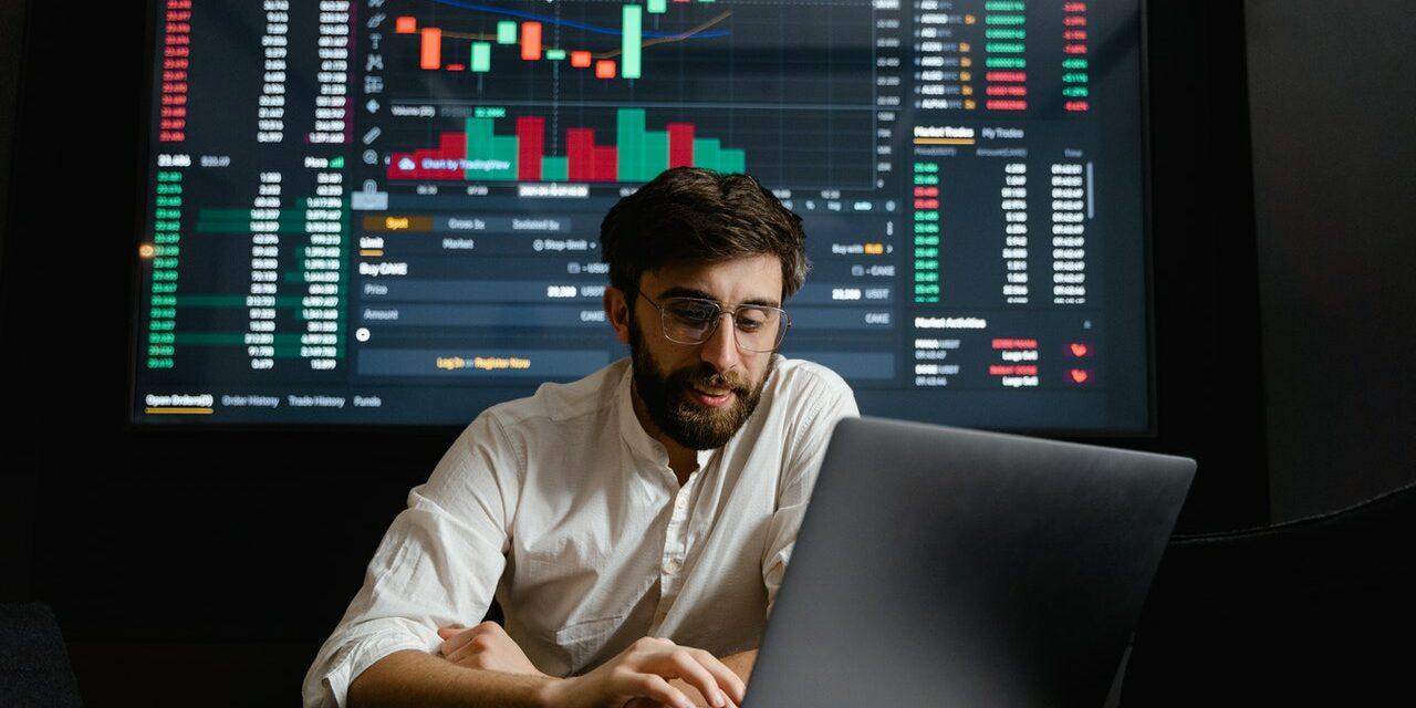 Actief Beleggen: Betekenis, Uitleg & How-To